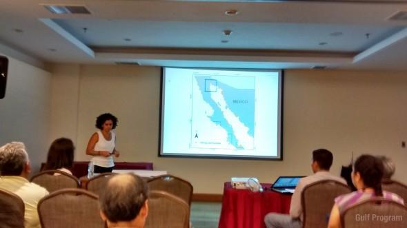 Marcia Moreno Baez presentando sobre el trabajo del Programa Marino del Golfo de California.
